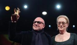 """""""Fuocoammare"""" di Gianfranco Rosi vince l'Orso d'oro al Festival di Berlino."""